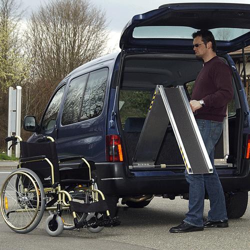 Rollstuhlrampe Auto klappbar Ausklappvorgang
