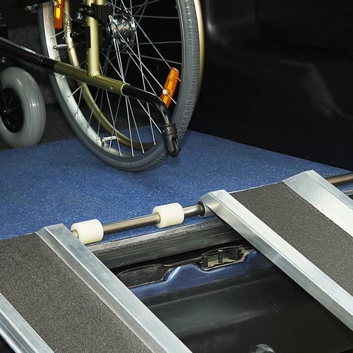 Rollstuhlrampe Auto klappbar Detail Befestigung