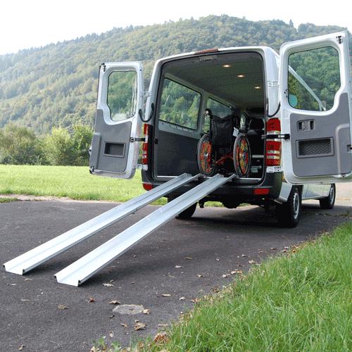 Rollstuhlrampe mobil klappbar 2-teilig an Auto