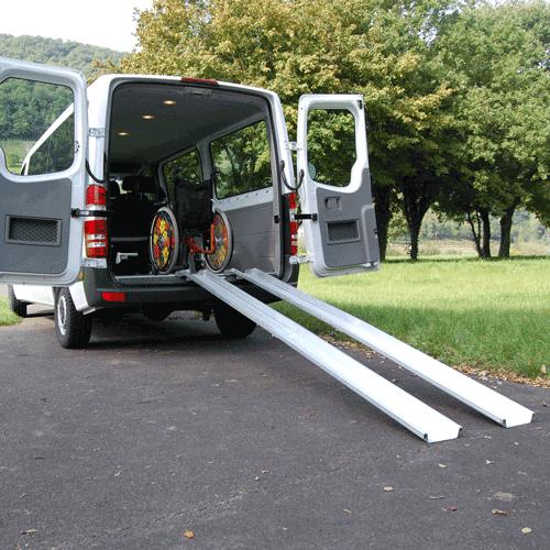 Rollstuhlrampe mobil klappbar 2-teilig an Auto seitlich