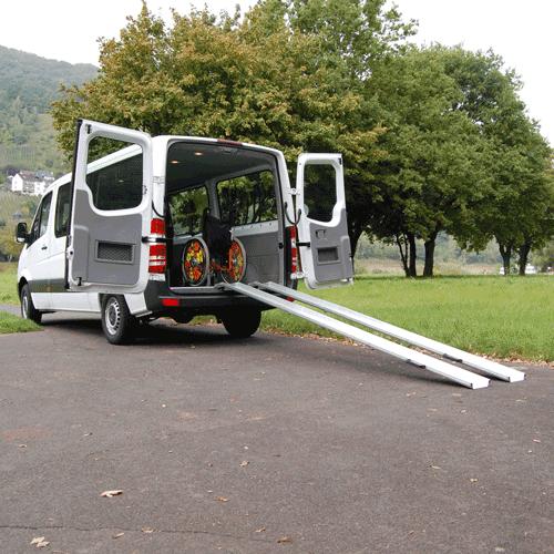 Rollstuhlrampe mobil klappbar 3-teilig an Auto seitlich