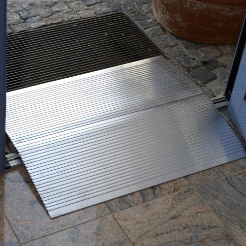Rollstuhlrampe / Schwellenbrücke hoch rutschsichere Oberfläche