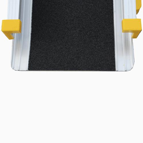 Rollstuhlrampe / Teleskoprampe 2-teilig Detail rutschsichere Oberfläche