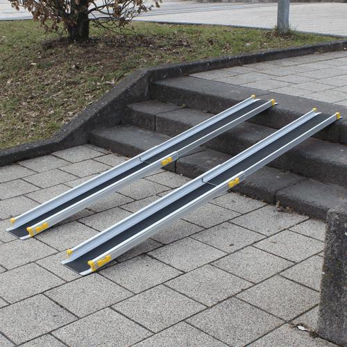 Rollstuhlrampe / Teleskoprampe 2 Teilig Auf Treppe