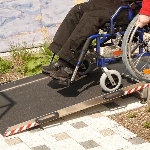 Rollstuhlrampe Keilbrücke variabel Nutzung von oben 2
