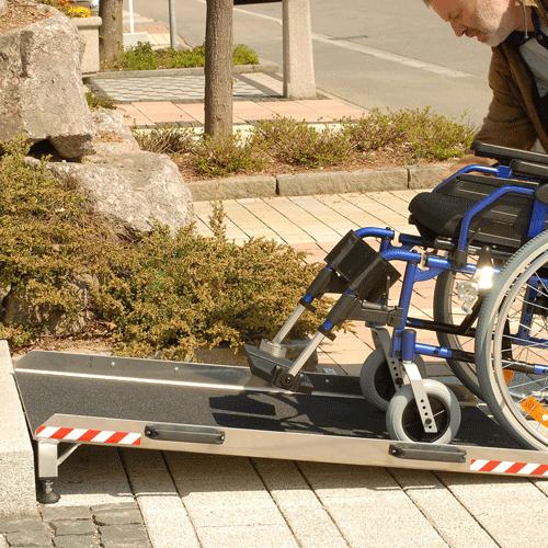 Rollstuhlrampe Keilbrücke variabel Nutzung von unten