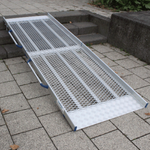 Rollstuhlrampe / Flächenrampe klappbar auf Treppe