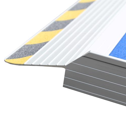 Rollstuhlrampe / Kofferrampe leicht Detail Auflage oben