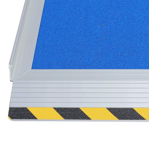 Rollstuhlrampe / Kofferrampe leicht Detail Antirutschbeschichtung