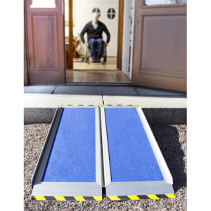 Rollstuhlrampe / Kofferrampe leicht an Stufe