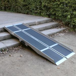 Rollstuhlrampe / Flächenrampe 2-teilig auf Treppe