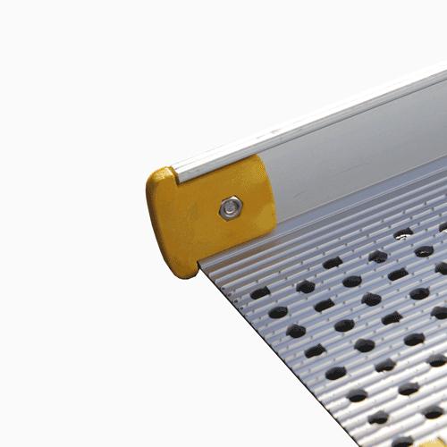 Rollstuhlrampe / Teleskoprampe 3- teilig Detail Aufkantung seitlich