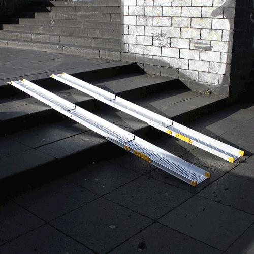 Rollstuhlrampe / Teleskoprampe 3 Teilig Auf Treppe