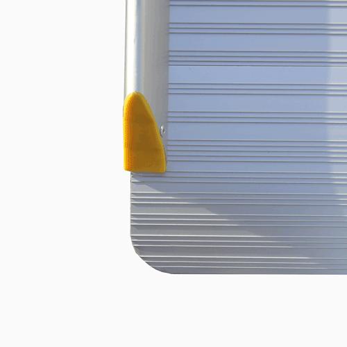 Rollstuhlrampe / Flächenrampe klappbar leicht Detail rutschfeste Oberfläche