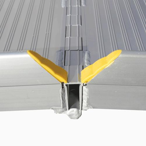 Rollstuhlrampe / Flächenrampe klappbar leicht Detail Scharnier seitlich