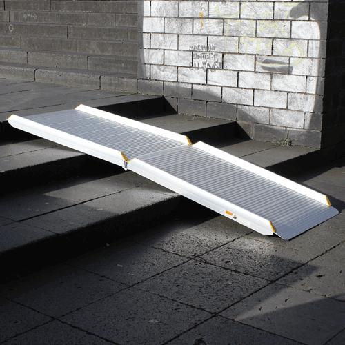 Rollstuhlrampe / Flächenrampe klappbar leicht auf Treppe