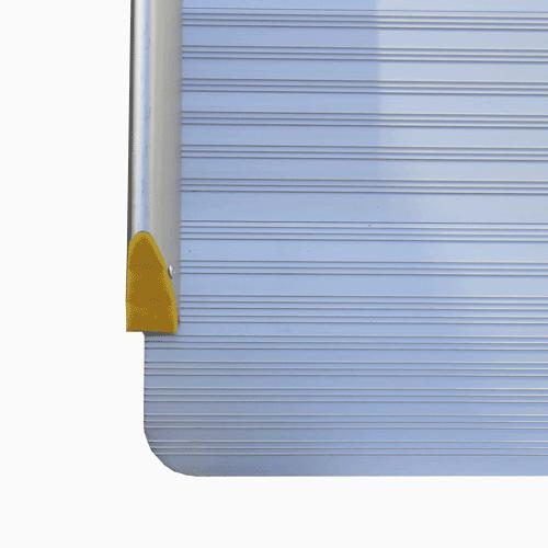 Rollstuhlrampe / Flächenrampe Leicht Detail Rutschsichere Oberfläche