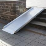 Rollstuhlrampe / Flächenrampe Leicht Auf Treppe