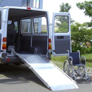 Rollstuhlrampe / Flächenrampe Auto 2-teilig ausgeklappt