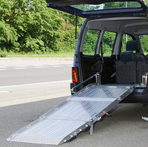 Rollstuhlrampe / Flächenrampe Auto 3- teilig ausgeklappt
