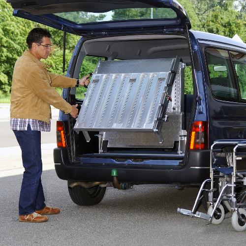 Rollstuhlrampe / Flächenrampe Auto 3- teilig Ausklappvorgang 1