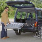 Rollstuhlrampe / Flächenrampe Auto 3 Teilig Ausklappvorgang 2
