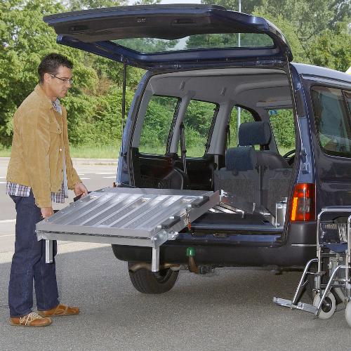 Rollstuhlrampe / Flächenrampe Auto 3- teilig Ausklappvorgang 2