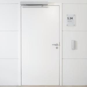 Barrierefreie Tür mit automatischem Öffner