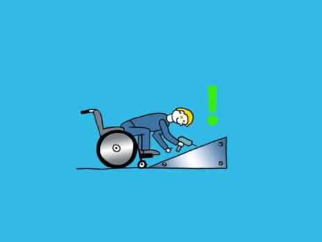 Rollstuhlfahrer montiert Rampe, die mit Ausrufezeichen gekennzeichnet ist