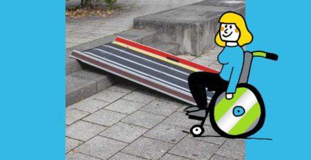 Rollifahrerin vor Rollstuhlrampe extrem leicht